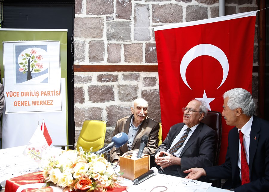 Sezai Karakoç, President of the Exalted Revival Party (Yüce Diriliş Partisi), speaks during the party's 3rd congress in Ankara, on May 29, 2016.  AA PHOTO / ABDÜLHAMİD HOŞBAŞ