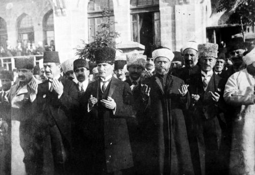 From Secularism to La� cit� and Analyzing Turkish Authoritarian Laiklik